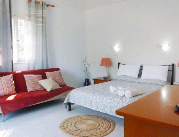Psaras Bay studio bedroom